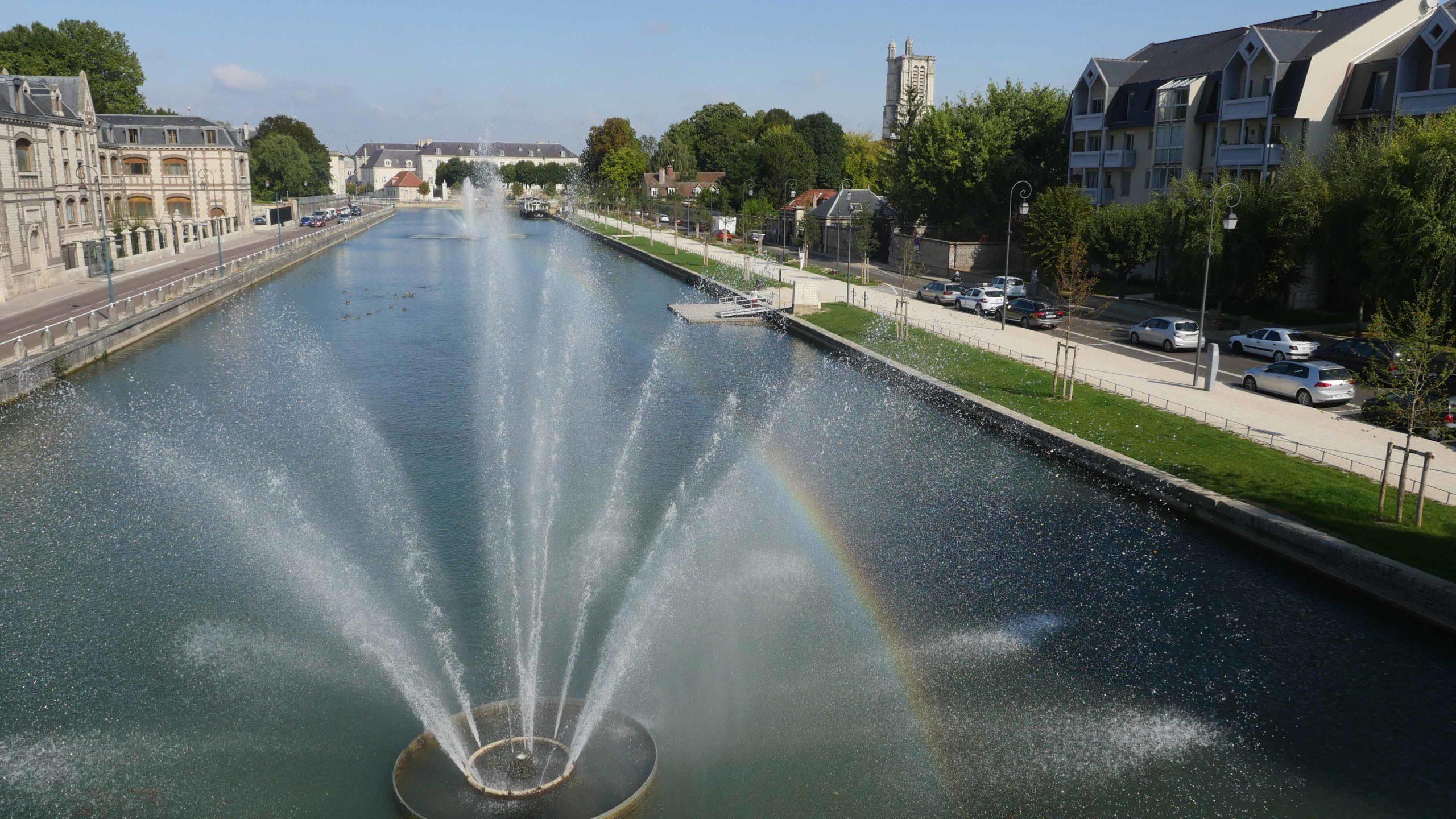 Quai de Seine, centre-ville de Troyes.